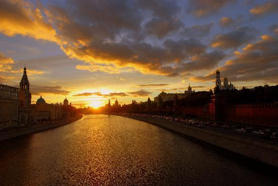 http://www.ellada-russia.gr/files/greek/sunset-over-kremlin.jpg