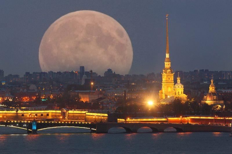 http://www.ellada-russia.gr/files/st%20pete%20sm.jpg